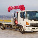 Дуэт из Японии: грузовик с манипулятором от Рускомтранс