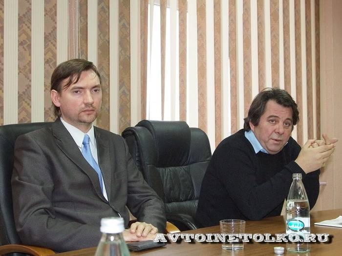 Генеральный директор завода Н.С.Архипов (слева) и собственник предприятия  Н.П.Сандугей (справа)