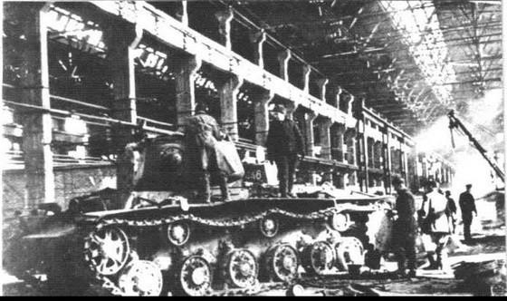 в пятом танковом корпусе Сталинградского завода завершается сборка очередной партии танков для фронта, 1942 год