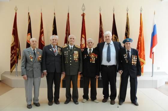 ветераны ВгТЗ с исполнительным директором Александром Клюжевым