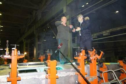 Владимир Шаманов и исполнительный директор Курганмашзавода Игорь Гиске на закладочном стенде БМД-4М