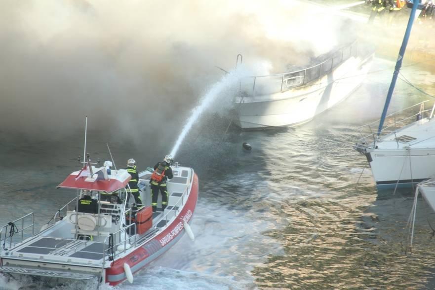 stemten-fire-in-montecarlo-port__