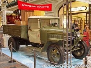 Грузовой автомобиль ГАЗ-АА с пулеметной установкой 4М на выставке Герои своего времени в ГУМе