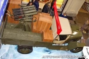 Грузовой автомобиль ГАЗ-АА с пулеметной установкой 4М на выставке Герои своего времени в ГУМе сверху