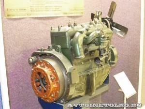 Двигатель ГАЗ М в Политехническом музее сзади