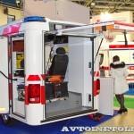 Модульный реанимобиль Volkswagen Amarok NEGEA Tamlans на выставке Здравоохранение 2013 задняя дверь