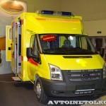 Модульный реанимобиль Ford Transit ООО Автодом на выставке Здравоохранение 2013 справа