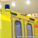 Модульный реанимобиль Ford Transit ООО Автодом на выставке Здравоохранение 2013 маяки сзади