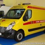 Автомобиль скорой медицинской помощи класс B Renault Master СТ Нижегородец на выставке Здравоохранение 2013 слева