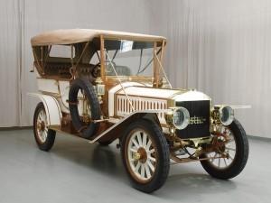 Фаэтон Austin Model 60 1909 года справа с тентом