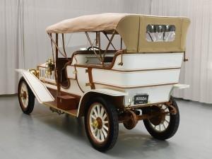 Фаэтон Austin Model 60 1909 года сзади с тентом