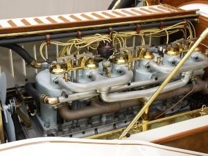 Фаэтон Austin Model 60 1909 года двигатель слева
