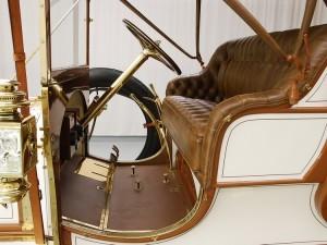 Фаэтон Austin Model 60 1909 года переднее сиденье