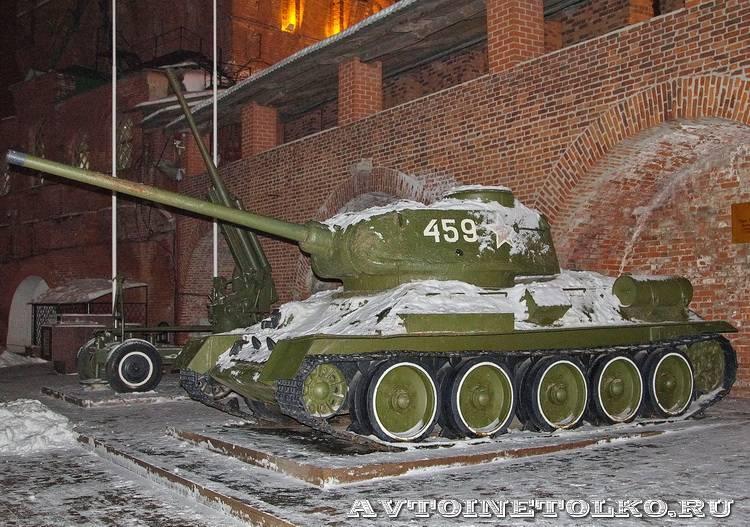 Танк Т-34-85 в экспозиции нижегородского Кремля