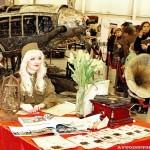 Девушки в военной форме на Олдтаймер-галерее Ильи Сорокина - 2