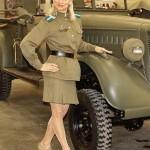 Девушки в военной форме на Олдтаймер-галерее Ильи Сорокина - 5