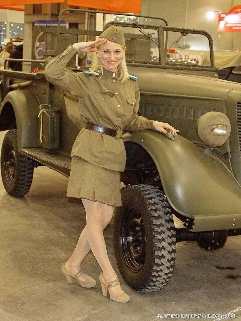 Девушки в военной форме на Олдтаймер-галерее Ильи Сорокина - 6