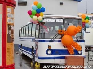 Олимпийский автобус ЛАЗ 699Р на фестивале Мир автобусов в Коломне 2013 года справа