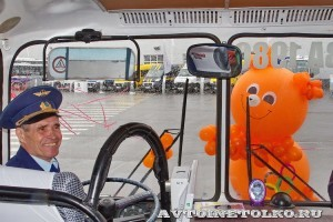 Олимпийский автобус ЛАЗ 699Р на фестивале Мир автобусов в Коломне 2013 года место водителя