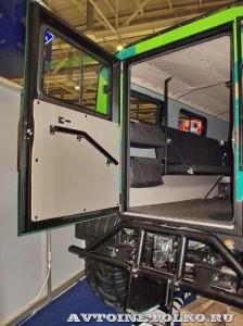 Вездеход на шинах низкого давления Петрович 354-60 на выставке Интерполитех 2011 задняя дверь