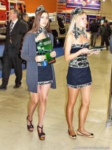 Девушки в камуфляже на выставке Интерполитех