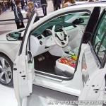 Концепт Skoda Mission L на Московском Автосалоне ММАС 2012 передние сиденья