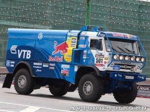 Победитель ралли Париж-Дакар КамАЗ 4326 команды КАМАЗ-Мастер на автомобильном шоу Moscow City Racing 2013 - 1