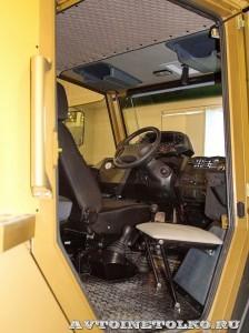 Вездеход на шинах низкого давления Петрович 354-60 на выставке Вездеход 2013 в Крокус Экспо кабина