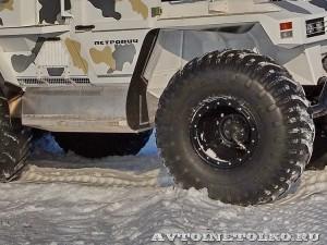 Вездеход на шинах низкого давления Петрович 354-71 на выставке Вездеход 2013 в Крокус Экспо колеса