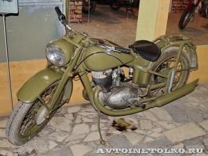 Мотоцикл ИЖ-350 в музее Ретро-Мото на ВВЦ - 1