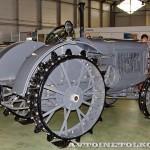 колесный трактор СХТЗ-15-30 на стенде Мастерской Шаманского на Олдтаймер-Галерее в Сокольниках 2014 - 2