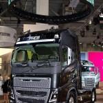 Магистральный тягач Volvo FH16 с двигателем 540 л.с. и кабиной Globetrotter XL на выставке Комтранс 2013 - 2