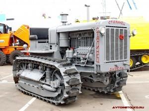Гусеничный трактор С-65 Сталинец на стенде ЧТЗ, выставка СТТ-2010