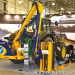 Комбинированная дорожная машина на тракторе John Deere 6930 Arctic Machine на выставке СТТ-2013