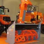 фрезерно-роторный снегоочиститель Шторм-2600 с трактором Terrion Навигатор-НМ на выставке Дорога-2013 - 1