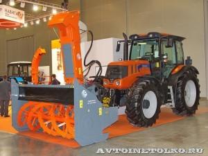 фрезерно-роторный снегоочиститель Шторм-2600 с трактором Terrion Навигатор-НМ на выставке Дорога-2013 - 2
