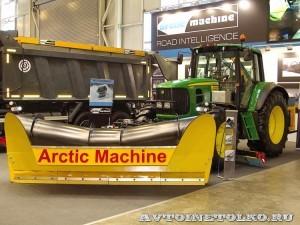 Комбинированная дорожная машина на тракторе John Deere 6930 Arctic Machine на выставке Дорога-2013 - 5