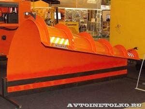 передний отвал MAD-32 Madrog на выставке Дорога-2013 - 2