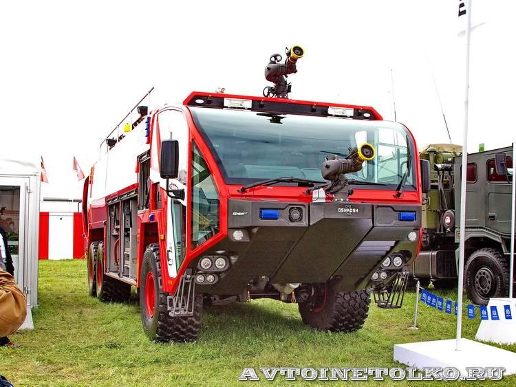 новый аэродромный пожарный автомобиль Oshkosh Striker 3000 для Внуковского аэропорта на авиасалоне МАКС-2013 - 40