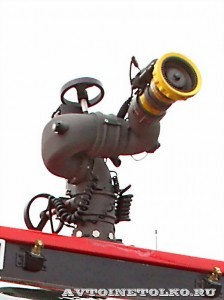 новый аэродромный пожарный автомобиль Oshkosh Striker 3000 для Внуковского аэропорта на авиасалоне МАКС-2013 - 17