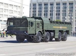 транспортно-заряжающая машина 9Т250−1 ракетного комплекса Искандер-М на параде 9 мая 2014 года в Москве - 3