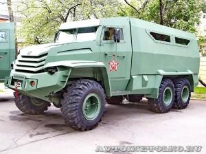 Бронированный автомобиль Колун 6х6 с закрытым 16-местным кузовом на выставке Промышленный дизайн оборонной продукции - 3