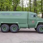 Бронированный автомобиль Колун 6х6 с закрытым 16-местным кузовом на выставке Промышленный дизайн оборонной продукции - 7