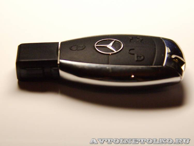 фирменная флешка компании Mercedes-Benz-4