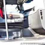 Магистральный седельный тягач Renault T460 с полуприцепом-шторником Schmitz Cargobullна презентации R-EVOLUTION 2014 - 12