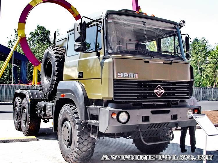 армейский тягач Урал 63704 на салоне Комплексная Безопасность 2014 - 10