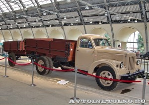 УралЗиС 355М с прицепом на выставке 90 лет советскому автопрому на ВДНХ - 2