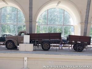 УралЗиС 355М с прицепом на выставке 90 лет советскому автопрому на ВДНХ - 16