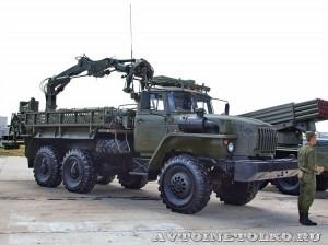 транспортно-заряжающая машина 9Т231 на шасси Урал-4320 зенитно-ракетного комплекса Тор-М1 на выставке Оборонэкспо форума ТВМ 2014 - 6121