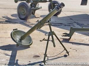 82-мм носимый миномет 2Б14 Поднос на выставке Оборонэкспо форума ТВМ 2014 - 6761